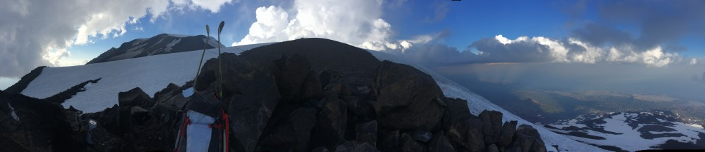 180-degree pano of Mt. Adams summit, Piker's Peak, and lunch counter, 3 August 2014. by Daryl Greaser